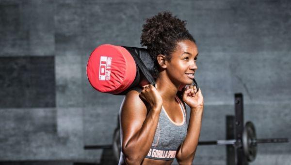 6 effectieve oefeningen voor een weightbagtraining thuis